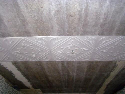 Поклейка потолочной плитки от центра комнаты